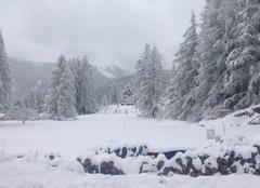 Neige Roubion 06420 1 mai sous la neige. Surprenant, non?