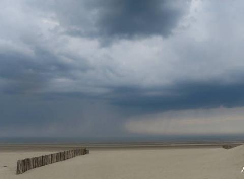 Pluie au large
