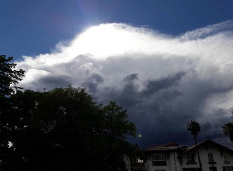 Belle montée de orage