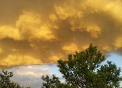Nuages La Garde-Adhemar 26700 Un nuage jaune