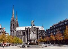 Ciel Clermont-Ferrand 63000 Place de la Victoire sous le soleil