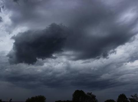 Arrivée des orages dans l'Artois