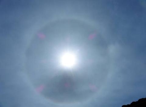 un phénomène de halo solaire.