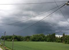 Pluie La Falaise 78410 Un début d'orage avec pluie