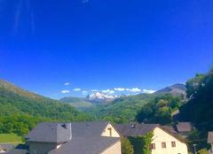 Chaleur Lourdes 65100 Ciel bleu dans les Pyrénées