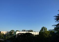 Ciel Niort 79000 Début de journée sous un ciel bleu