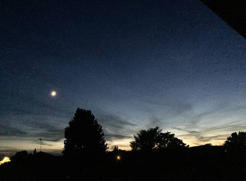 Lune au soleil couchant  hier soir