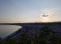 Nuages Nice 06000 Soleil jouant à cache-cache en fin de journée