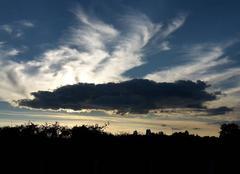 Nuages Varennes-Vauzelles 58640 Nuage noir dans ciel bleu