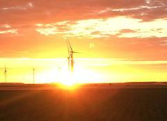 Ciel Hangest-en-Santerre 80134 Magnifique couché de soleil sur les nouvelles éoliennes