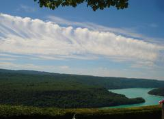 Nuages Moirans-en-Montagne 39260 Magnifique trainée nuageuse au-dessus du lac de Vouglans