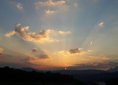 Ciel Charvonnex 74370 Lever de soleil sur la haute-savoie