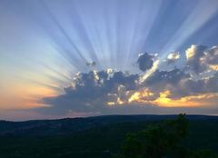 Ciel Gordes 84220 Nuages au soleil couchant