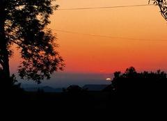 Chaleur La Chapelle-Agnon 63590 Coucher de soleil sur le château de Mauzun