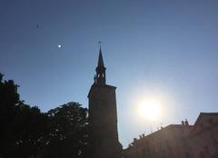 Chaleur Romans-sur-Isere 26100 Soleil couchant sur la tour Jacquemart