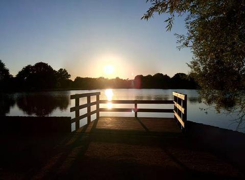 Coucher de soleil sur étang...!
