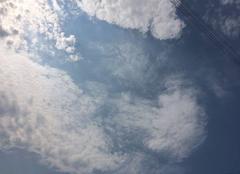 Ciel Plouha 22580 Quelques nuages par une journée caniculaire