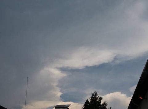 Temps lourd orageux.