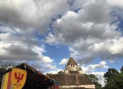 Ciel Provins 77160 Nuages floconneux sur les Médiévales de Provins