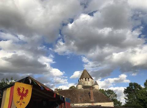 Nuages floconneux sur les Médiévales de Provins