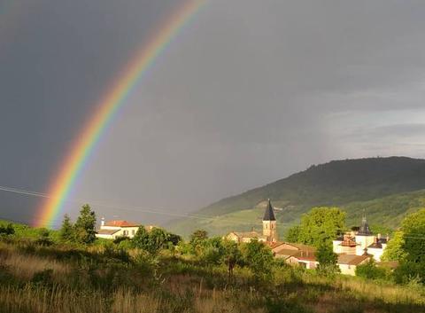 Arc en ciel dans le beaujolais