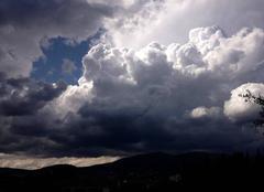 Pluie Grasse 06130 Cumuloninbus sur grasse et toute les alpes maritimes ce mercredi après-midi