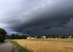 Nuages Foucherans 39100 Arrivée de l'orage sur le Jura...