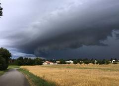 Nuages Foucherans 39100 Arrivée de l'orage sur le Jura