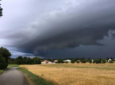 Arrivée de l'orage sur le Jura