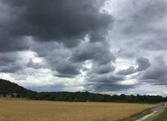 Nuages Mours-Saint-Eusebe 26540 Nuages d'orage très menaçants cette après-midi
