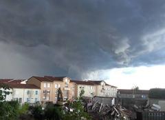 Nuages Saint-Laurent-de-Mure 69720 Gros orage en approche