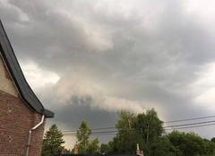 Orage Saint-Georges-sur-Meuse 5 minutes avant la mini tornade