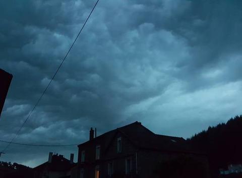 Masse orageuse au dessus de Pont Trambouze