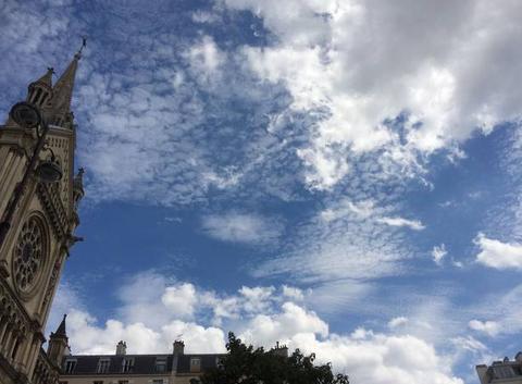 Des nuages ressemblant à de la poudreuse