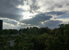 Nuages Reims 51100 Soleil cacher par les nuages