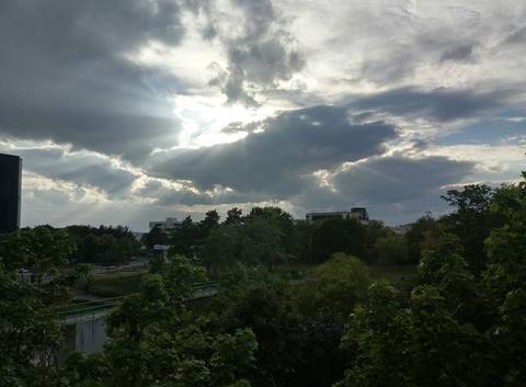 Soleil cacher par les nuages