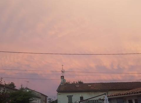 étrange nuage