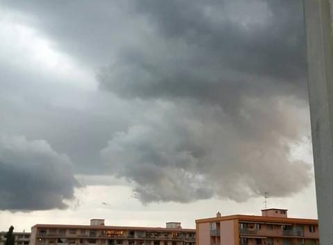 Ciel chargé pluie vent