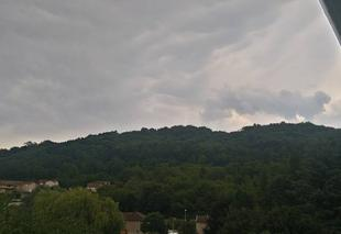 Ciel Bourgoin-Jallieu 38300 Nuageux avant l'arrivée des orages