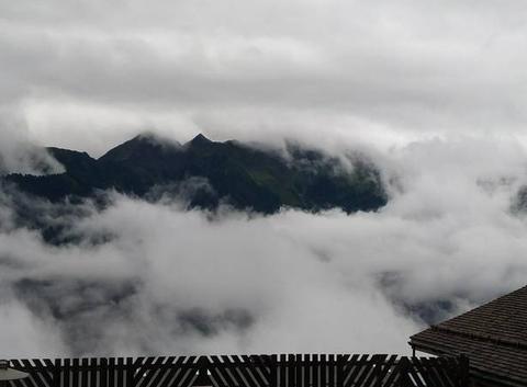 Nuages et montagne