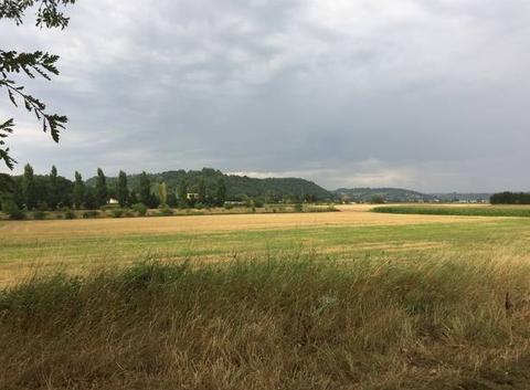 Ciel couvert sur les champs