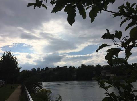 Ciel côté couchant sur les quais d'Isère