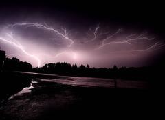 Ciel Mialet 24450 Activité électrique avec éclair ascendant à Miallet (Dordogne) - 4h30 du matin