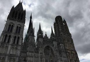 Nuages Rouen 76000 Cathédrale de Rouen dans les nuages
