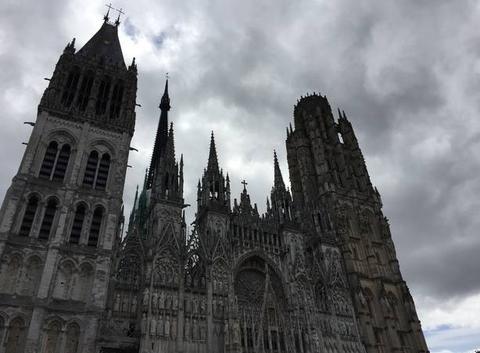 Cathédrale de Rouen dans les nuages