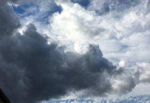 Nuages Plaissan 34230 Le ciel s'assombrit