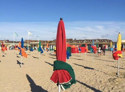 Fin de journée sur la plage de Deauville