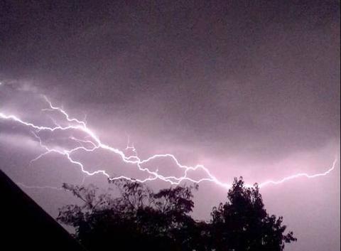 Eclair inter-nuageux