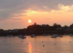 Ciel Roscoff 29680 Lever de soleil sur La Chapelle sainte Barbe