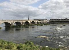 Ciel Blois 41000 Une éclaircie sur la Loire à mi-journée